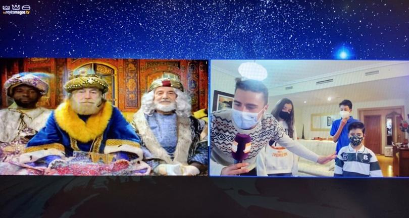 """Videoconferencia de los Reyes con la familia Pérez. Fuente: """"Los Reyes Magos TV"""""""